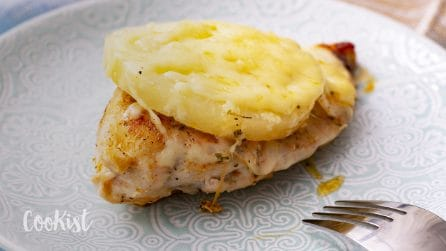 Pineapple chicken breasts: juicy, cheesy and tender!