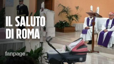 L'ultimo saluto a Francesca Romana, neonata trovata senza vita nel Tevere