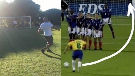 Roberto Carlos ripete la famosa punizione contro la Francia: l'effetto è lo stesso di 22 anni fa