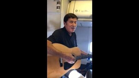 Sorpresa sul volo Bologna-Cefalonia: c'è Gianni Morandi che canta: passeggeri increduli
