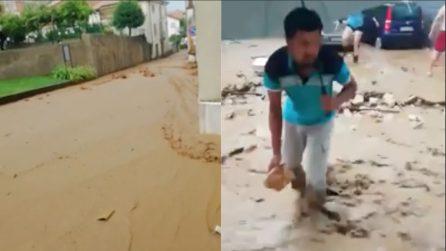 Vicenza, bomba d'acqua: fiume di fango e sassi invade il paese