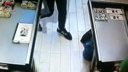 Roma, arrestati due rapinatori seriali: le immagini dei nove colpi compiuti in quattro mesi