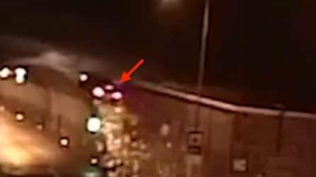 Si addormenta al volante e si schianta: le immagini del terribile incidente