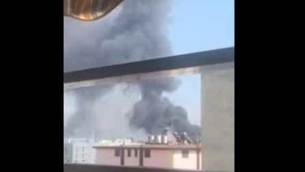 Incendio Battipaglia, ancora fumo e puzza. La denuncia dei residenti