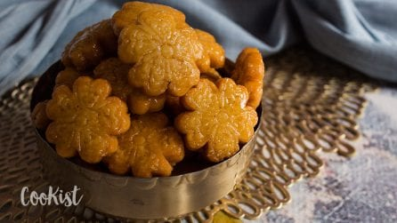 Yakgwa recipe: delicious honey cookies ready in a few steps!