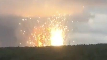 Russia, esplode deposito di munizioni: il boato è impressionante