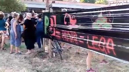 Bologna, lo sgombero dell'Xm24: braccio di ferro tra attivisti e poliza
