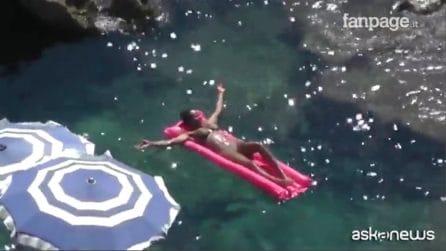 Capri, la Spice Girl Mel B avvistata con micro bikini
