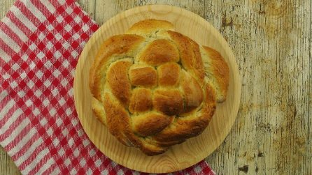 Pane intrecciato: come farlo in casa soffice e saporito in pochi passaggi!