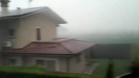 """Maltempo, sul Bresciano si abbatte il """"downburst"""": il vento a 100 km orari porta via i tetti"""