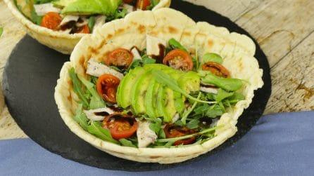 Ciotola di piadina: un modo originale e goloso per servire l'insalata di pollo!