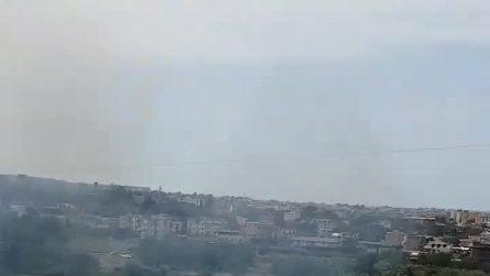 Incendio a Scampia tra campo rom e perimetrale