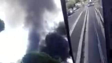 Roma, bus 301 di Atac distrutto dalle fiamme