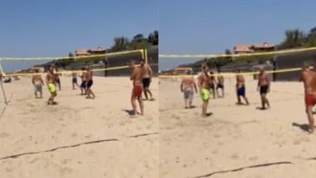 Totti gioca a beach volley: Ilary si improvvisa conduttrice