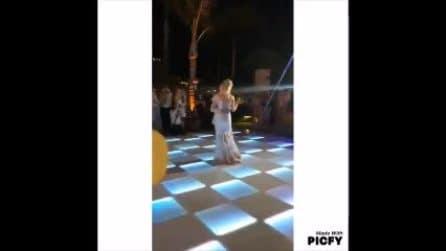 Le nozze di Matthew Bellamy e Elle Evans, dal taglio della torta al lancio del bouquet