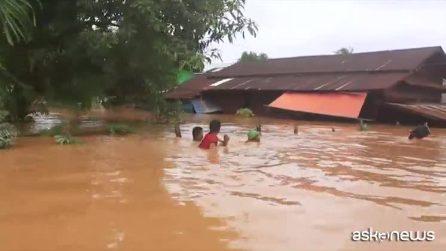 Forti piogge monsoniche in Myanmar, le immagini impressionanti