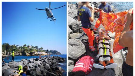 Napoli, salvataggio alla Gaiola, uomo ferito sugli scogli prelevato da elicottero