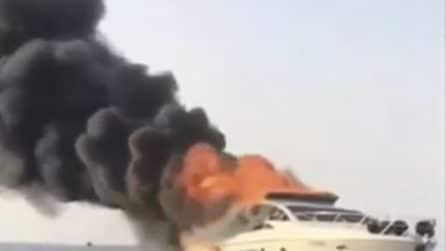 Porto cervo, yacht in fiamme al largo: così viene spento l'incendio