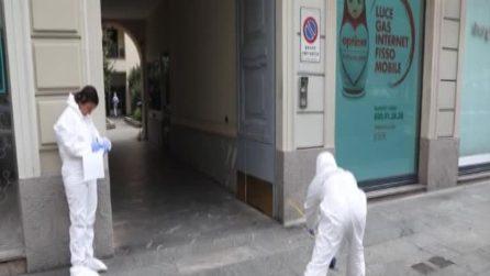 Mattinata di paura a Milano: donna aggredita da un uomo in pieno centro con un coccio di vetro