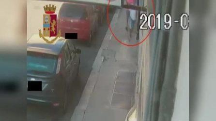 Pedinavano le donne in strada e poi le rapinavano: fermati due ladri a Bari