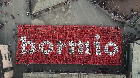 Bormio festeggia le Olimpiadi invernali 2026: flash mob spettacolare ripreso dal cielo