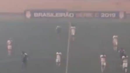 Amazzonia, i calciatori scappano dal campo: la scena incredibile durante la partita