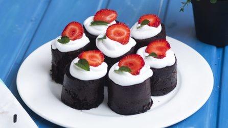 Tortini al cioccolato: come prepararli senza forno e con l'uso di bicchieri!