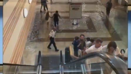 Nubifragi Cagliari, persone in fuga dal centro commerciale