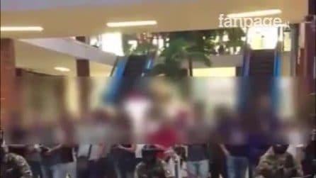 """Catania, la denuncia dal centro commerciale: """"Dimostrazione assurda dell'esercito davanti ai bimbi"""""""