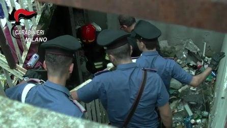 """Droga, pistole e kalashnikov nei box delle """"Case bianche"""" di Fulvio Testi: il blitz dei carabinieri"""