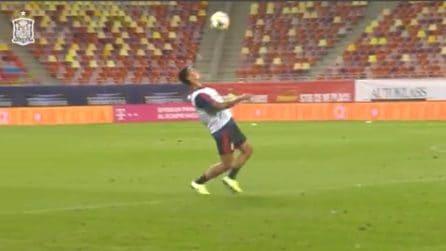 i giocatori della Spagna fanno quello che vogliono col pallone: l'allenamento è spettacolare