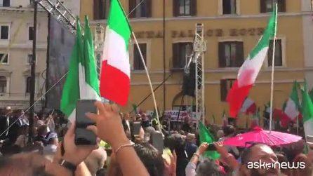 """Fiducia al governo, Meloni in piazza a Roma: """"Riempiamo tutte le strade con i tricolori"""""""