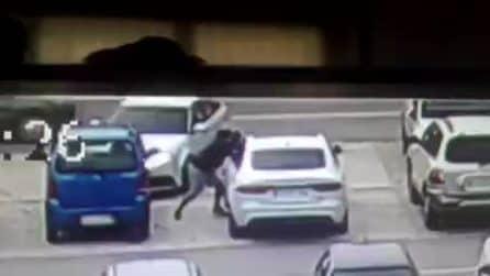 Foggia, rubano l'auto nel parcheggio in tempo record: le telecamere riprendono la scena