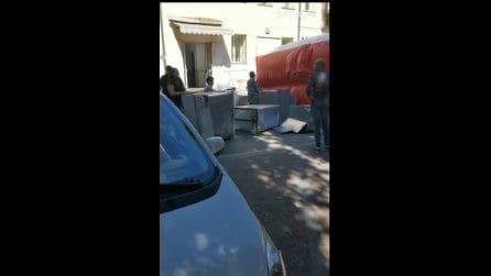 Cardarelli, protestano gli operai della lavanderia che rischiano di perdere il lavoro
