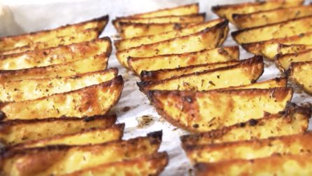 Patate al forno: la ricetta del contorno veloce e saporito