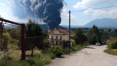 Vasto incendio ad Avellino, brucia una fabbrica di batterie