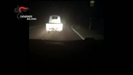 Bologna, tenta di seminare i carabinieri a bordo dell'Ape car