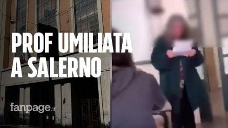 """Salerno, prof derisa durante l'appello. Gli studenti: """"Abbiamo sbagliato, ci sono altri video"""""""