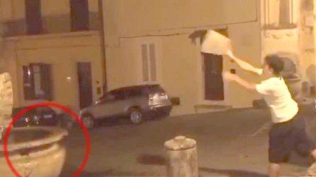 Danneggia fontana del '700, il video finisce in Rete: 19enne identificato e denunciato
