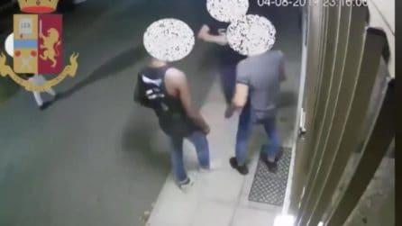 Il rapper Adamo Bara Luxury arrestato per una violenta rapina: ripreso mentre picchia un ragazzo