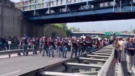 Whirlpool vende la sede di Napoli, operai bloccano l'Autostrada A3