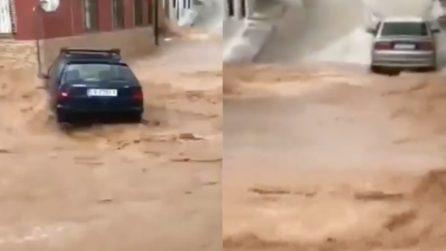 Maltempo terrificante in Spagna: strade completamente allagate dalle violente alluvioni