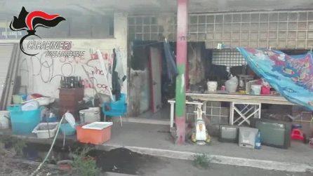 Discarica abusiva e famiglie accampate in roulotte nell'ex centro sportivo di Marigliano