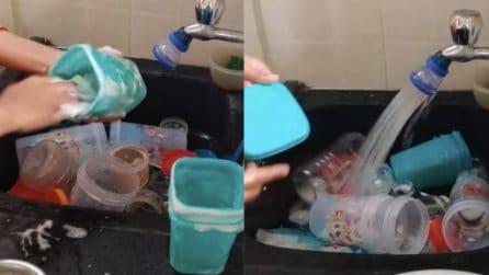 Come pulire i contenitori di plastica e rimuovere i cattivi odori