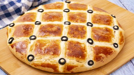 Cheese focaccia: freshly baked at home in a few steps!