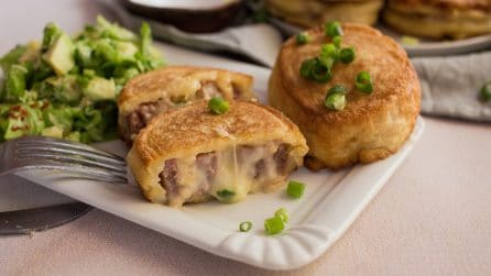 Fried meat pinwheels with ground beef and cheese: too delicious not to try them!