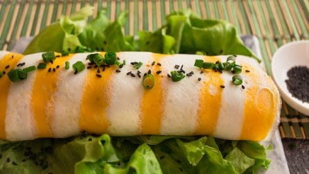 Omelette rice roll: a yummy Japanese recipe!