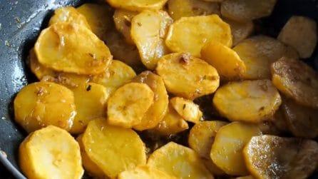 Patate marinate in padella: il contorno alternativo che conquisterà tutti