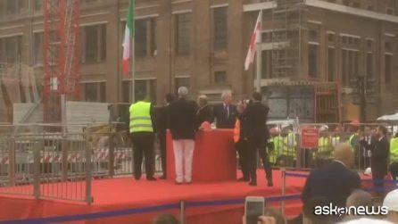 A Genova la posa del primo pezzo del nuovo ponte