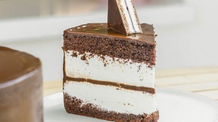 Chocolate cream cake: it tastes amazing and the result is so beautiful!